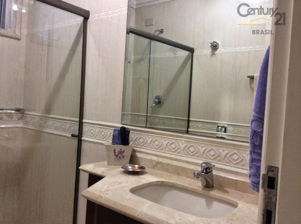 apartamento completamente reformado, inclusive eletrica e hidráulica. possui 226 m2 de área privativa + área comum....