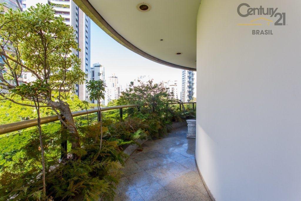 5 suítes, 5 vagas ao lado do Parque Ibirapuera na Vila Nova Conceição,