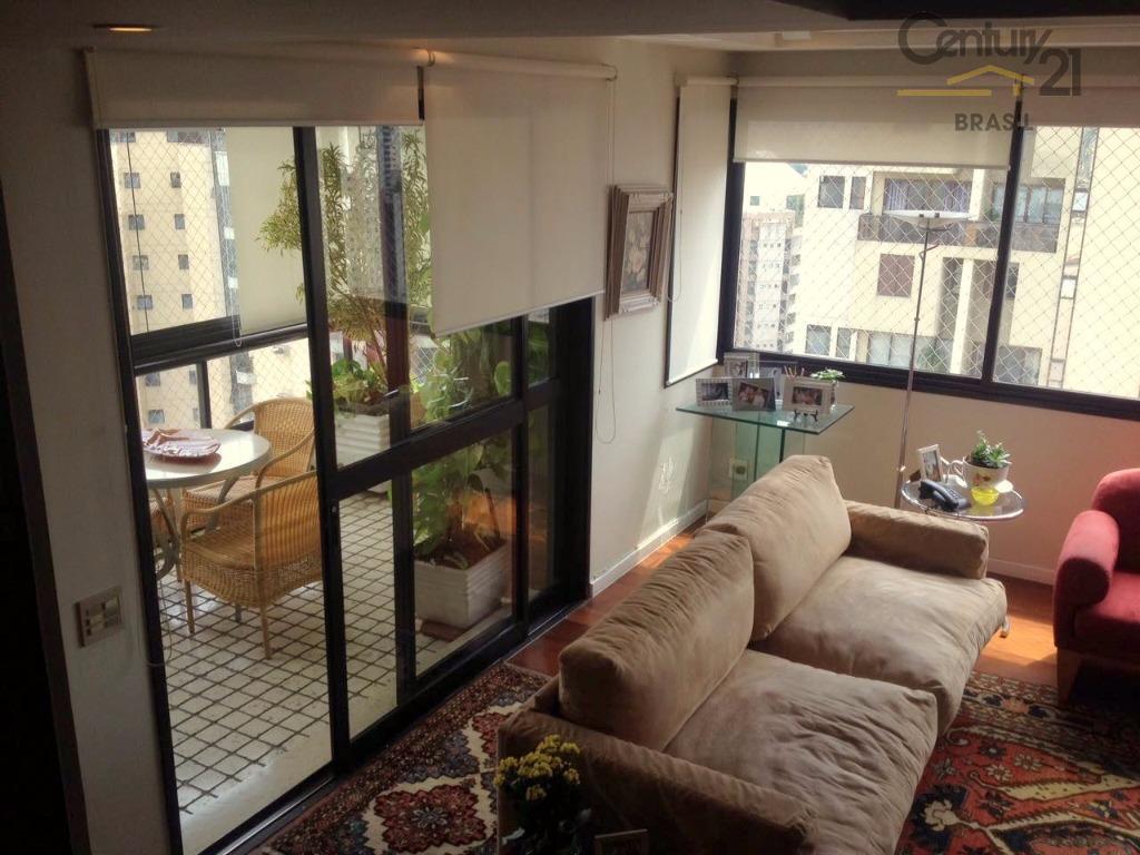 linda cobertura duplex em um dos melhores condomínios clube de moema.ótima localização, fora de rota, esta...