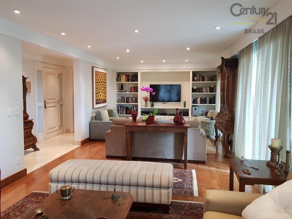 Vende Apartamento novo e reformado predio neo classico