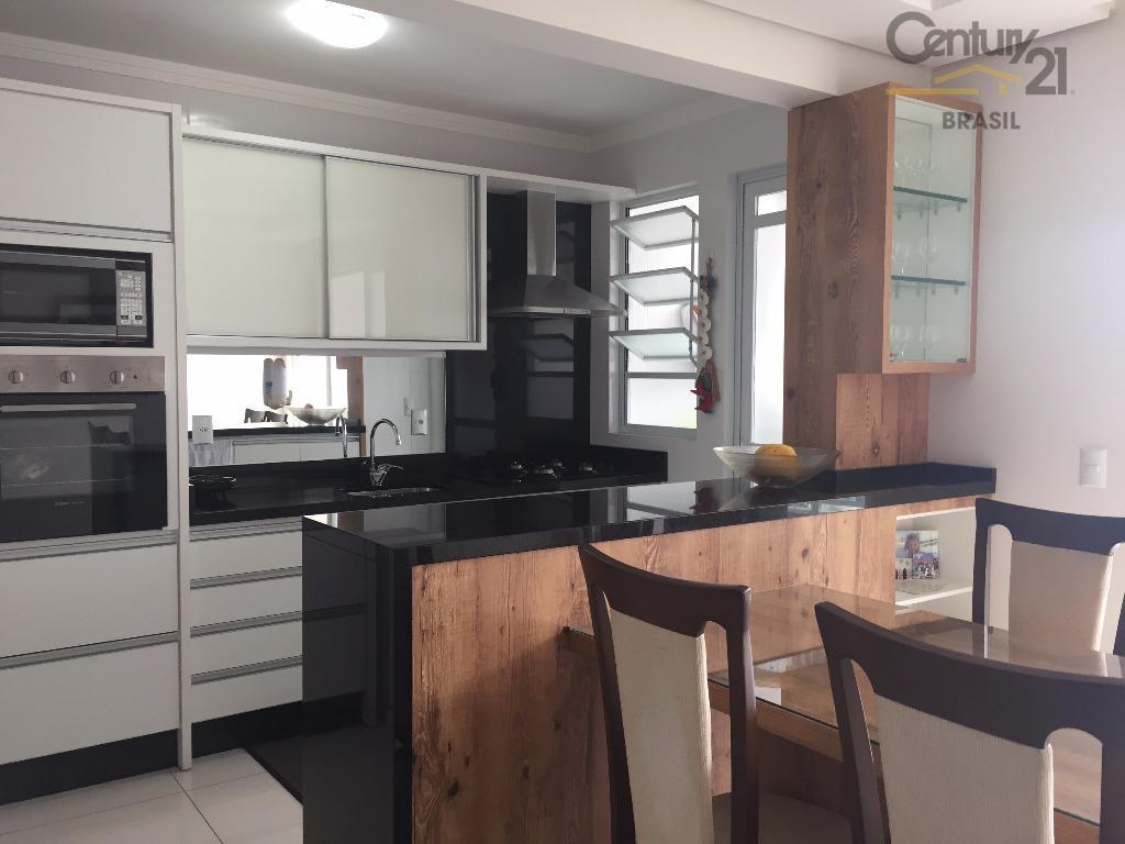 Apartamento 02 dormitórios (01 suíte), sacada com churrasqueira e vaga dupla de garagem no Kobrasol (próximo ao Fort Atacadista)