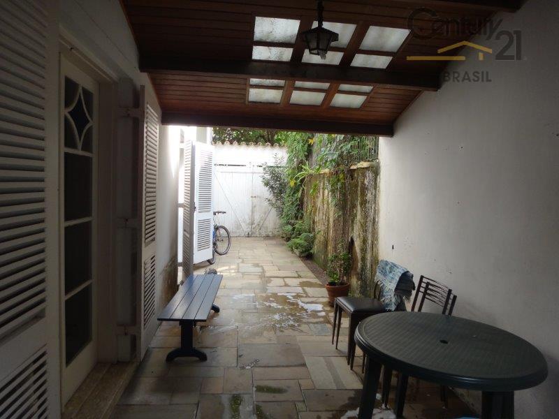 casa maravilhosa, totalmente isolada dos dois lados, rua fechada com autorização da prefeitura, 3 dormitórios amplos,...