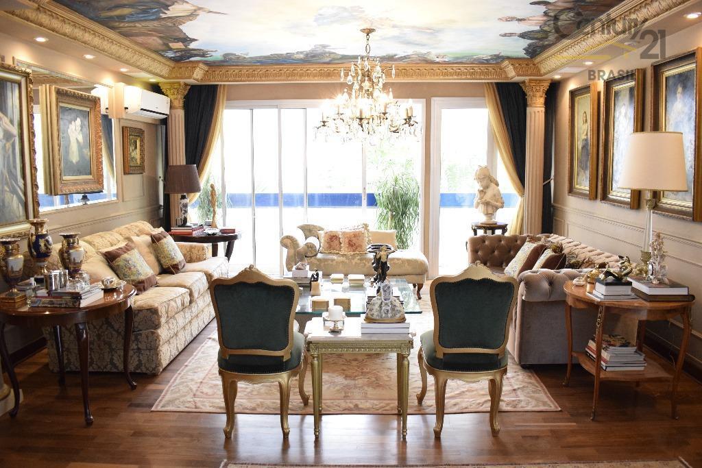 Apartamento Higienópolis reformado em estilo clássico
