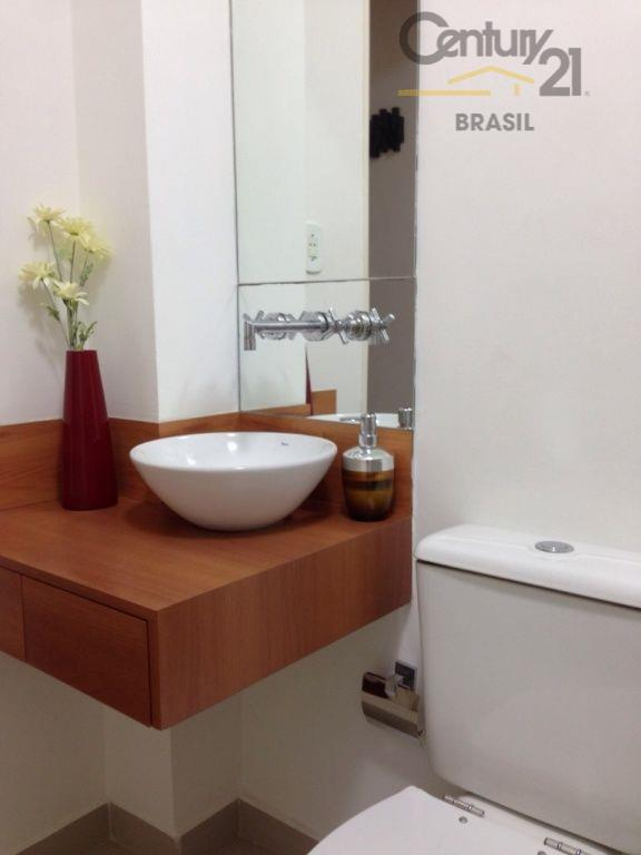 são 117 m2 úteis, totalmente reformados, com ar-condicionado, água quente em todas as torneiras, cozinha e...