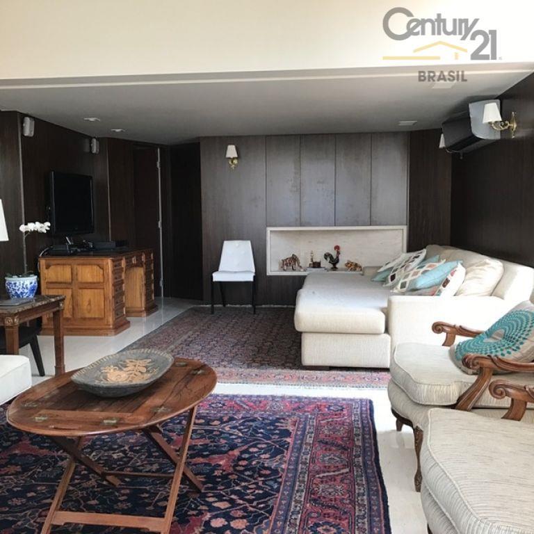 original três quartos, transformado em dois, sendo uma suíte com closet e porta blindada, amplo salão...