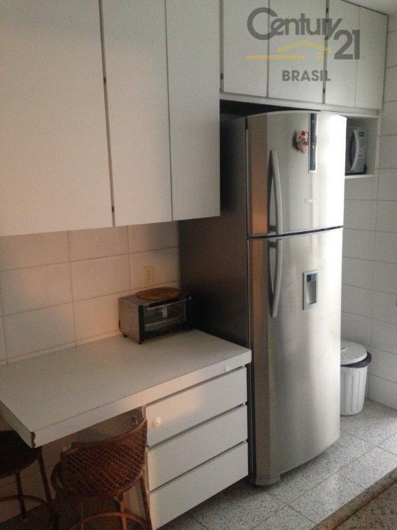imóvel com 110 metros de area util,três dormitórios uma suite com uma vaga determinada. armários embutido,...