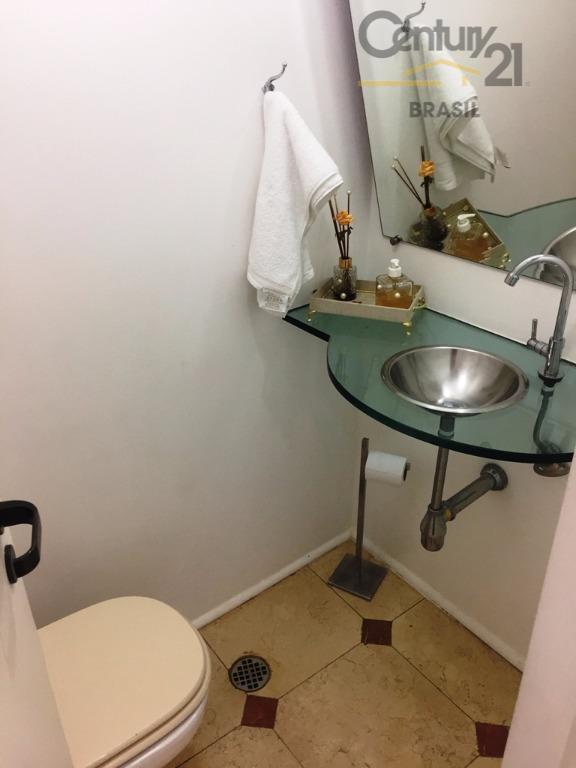 apartamento totalmente reformado de 105m 3 dormitórios sendo 1 suíte repleto de armários, closet, sala para...