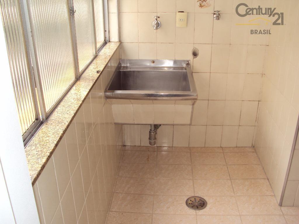 apartamento muito bem conservado com armários e planta muito boa, andar baixo, próximo ao metro marechal...