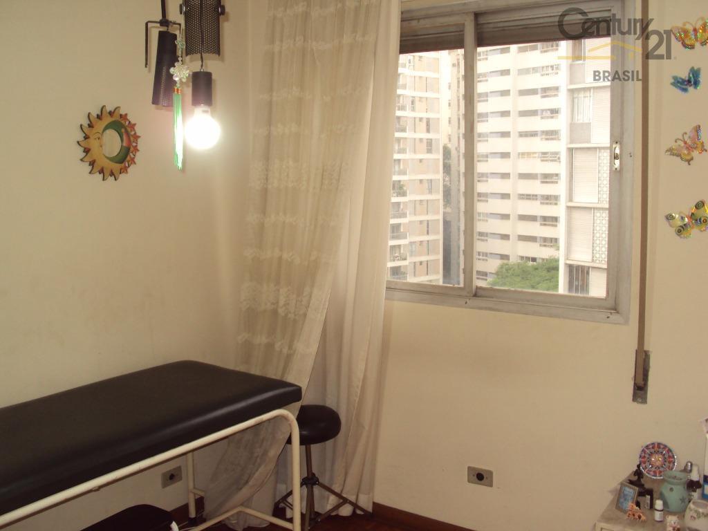 apartamento em ótima localização com 4 dormitórios, 1 suites. bem iluminado com janelões na sala. quartos...