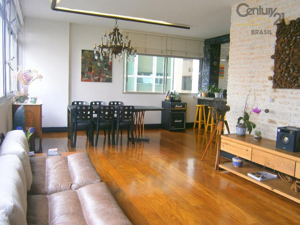 Apartamento reformado a 20m da Av Faria Lima.
