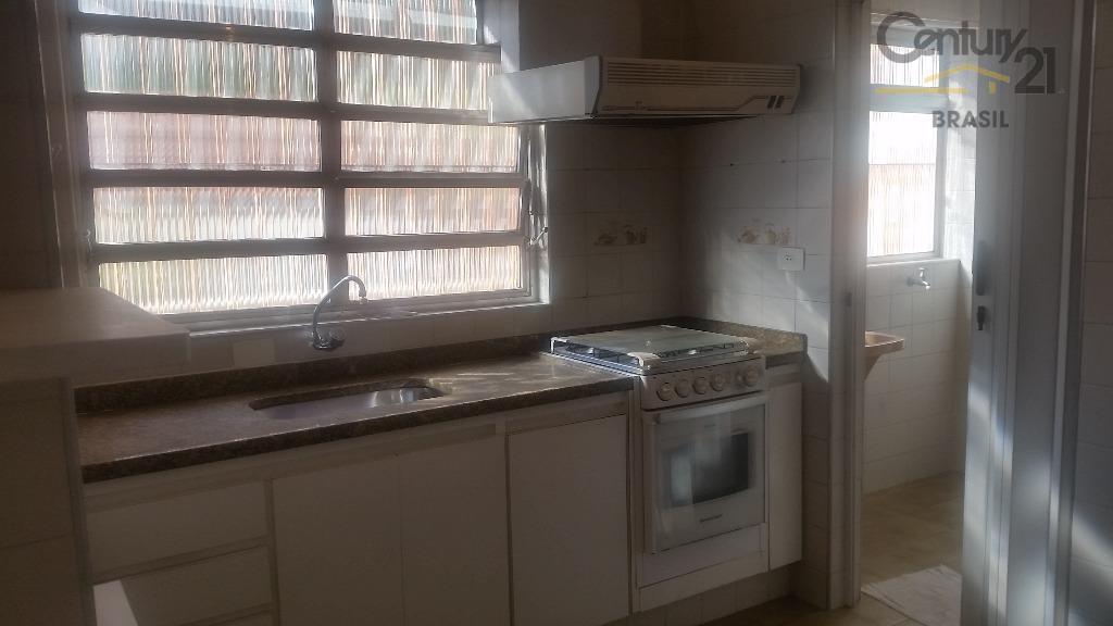 bom apartamento no térreo! arejado e iluminado, ambientes amplos e repleto de armários. pronto para morar....