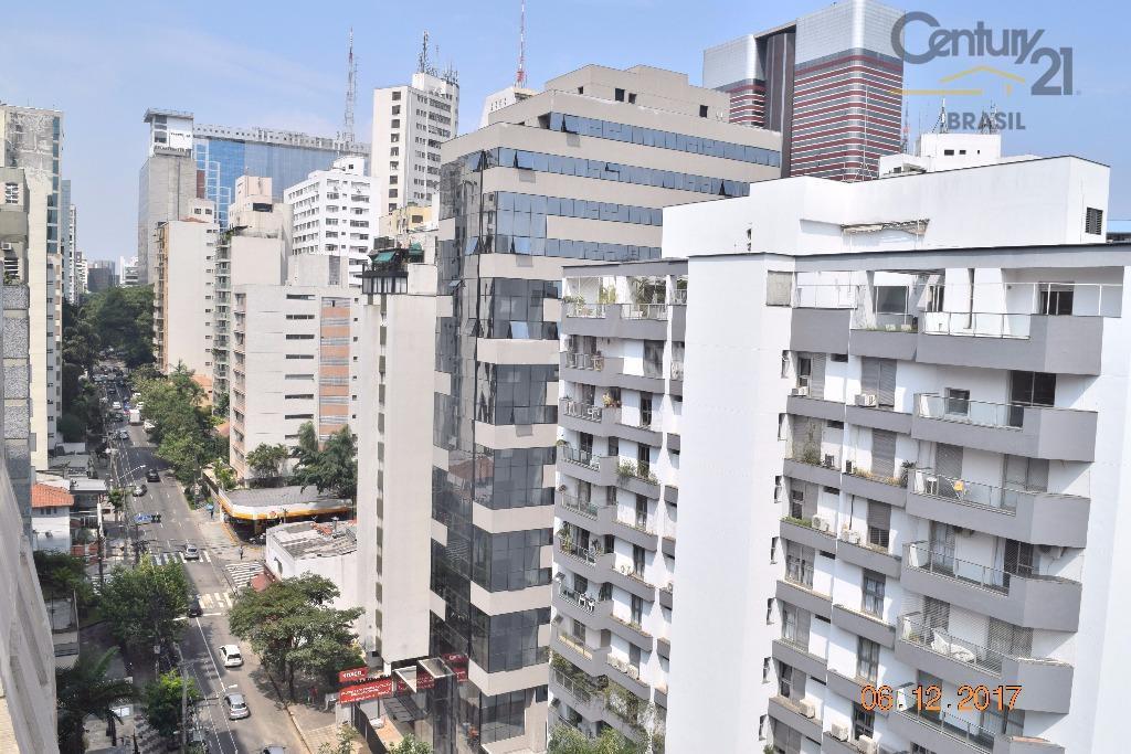 em uma das mais famosas esquinas do jardim américa a apenas 400 metros da avenida paulista,...