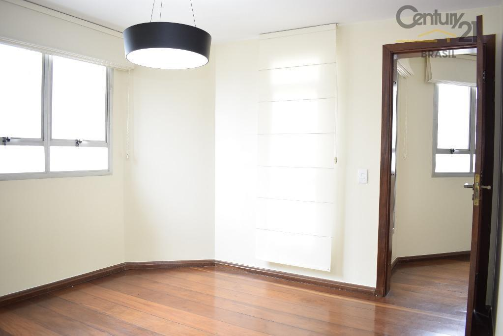 quem quer morar em um imóvel aconchegante com detalhes de madeira e uma lareira ,achou ....