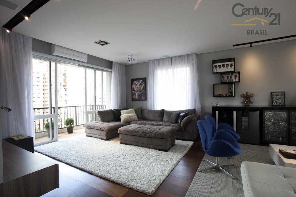 Apartamento reformado, no melhor da  Vila Nova Conceição, 3 suites laser completo, e 4 vagas