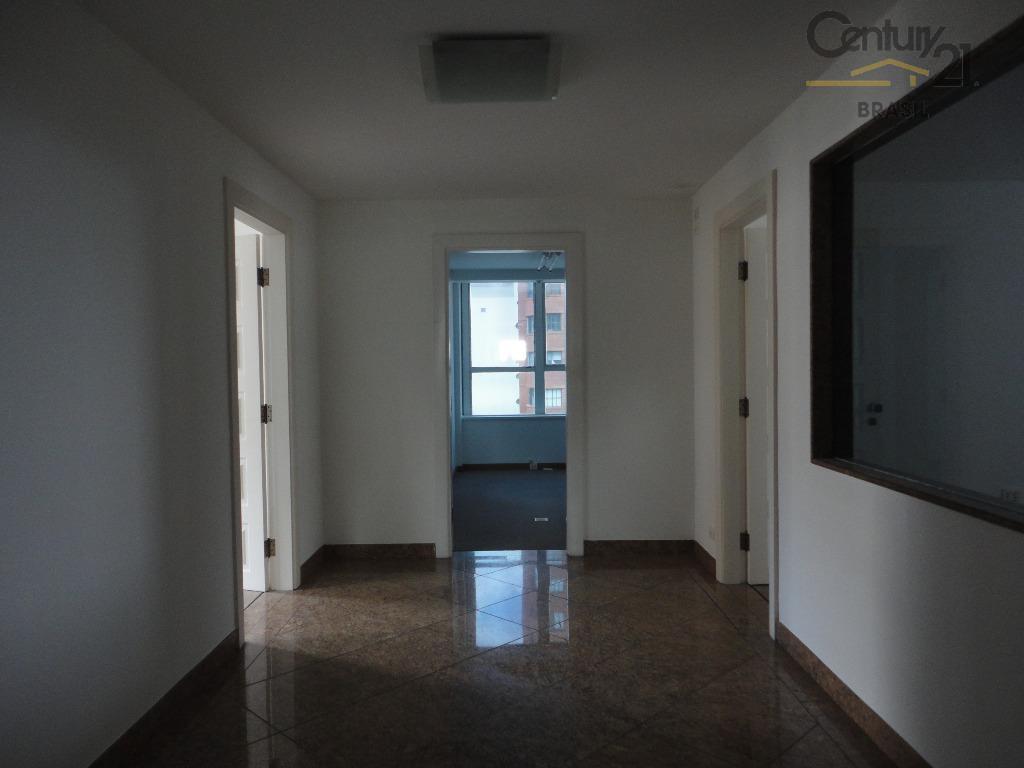 conjunto comercial para venda ou locação, andar privativo, ar condicionado, localização privilegiada, salas amplas, ventiladas e...