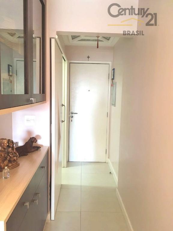 apartamento bem localizado, próximo ao sesc pompéia, allianz park e shopping bourbon. conta com ótima vista...