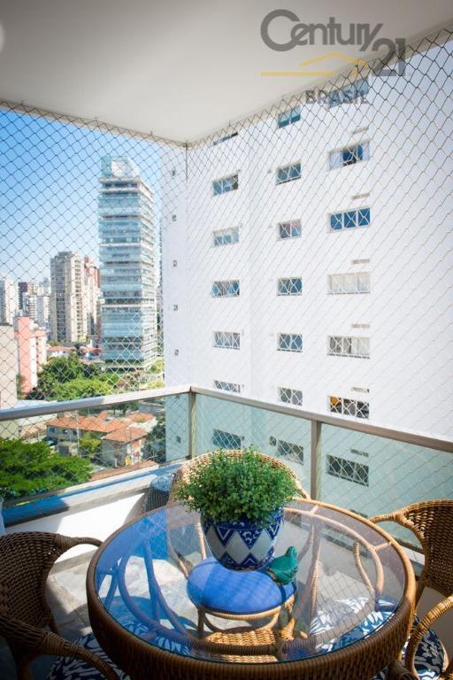um belo apartamento com 240 m2 úteis.rua tuim, na melhor região de moema nobre.totalmente reformado e...