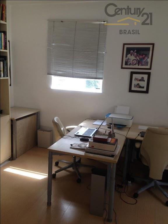 apartamento 3 dormitórios em rua tranquila e arborizada. apartamento amplo com sala e quarto espaçosos -...