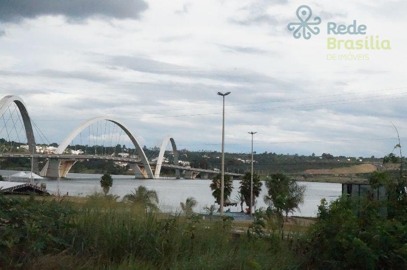 Beira Lago  1.300 M² Priv. Excelente Localização.