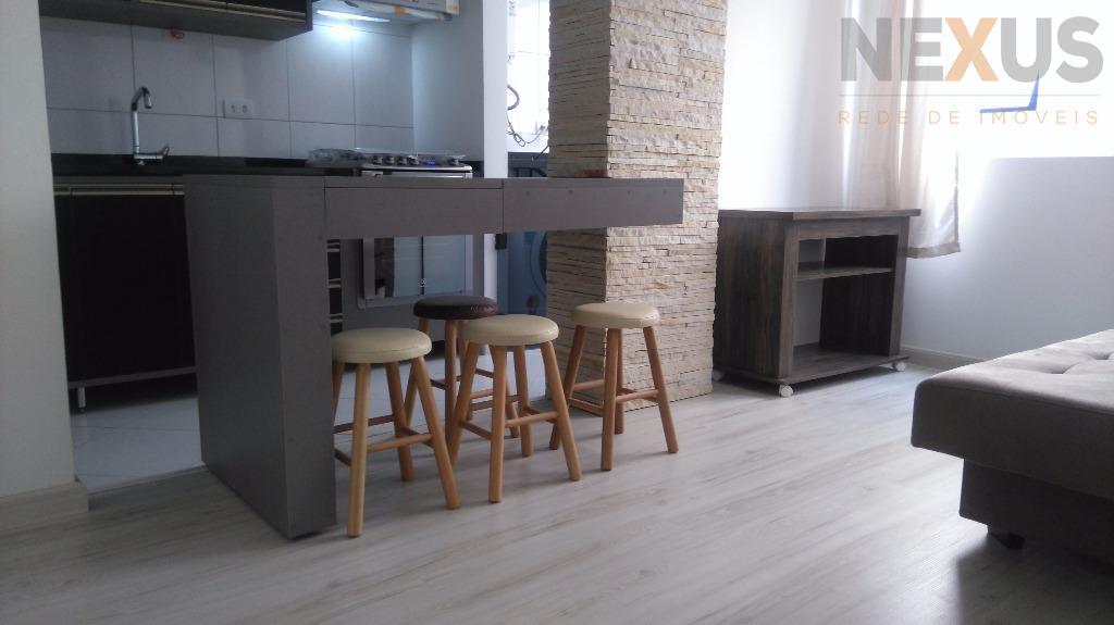 Apartamento totalmente mobiliado, excelente localização.