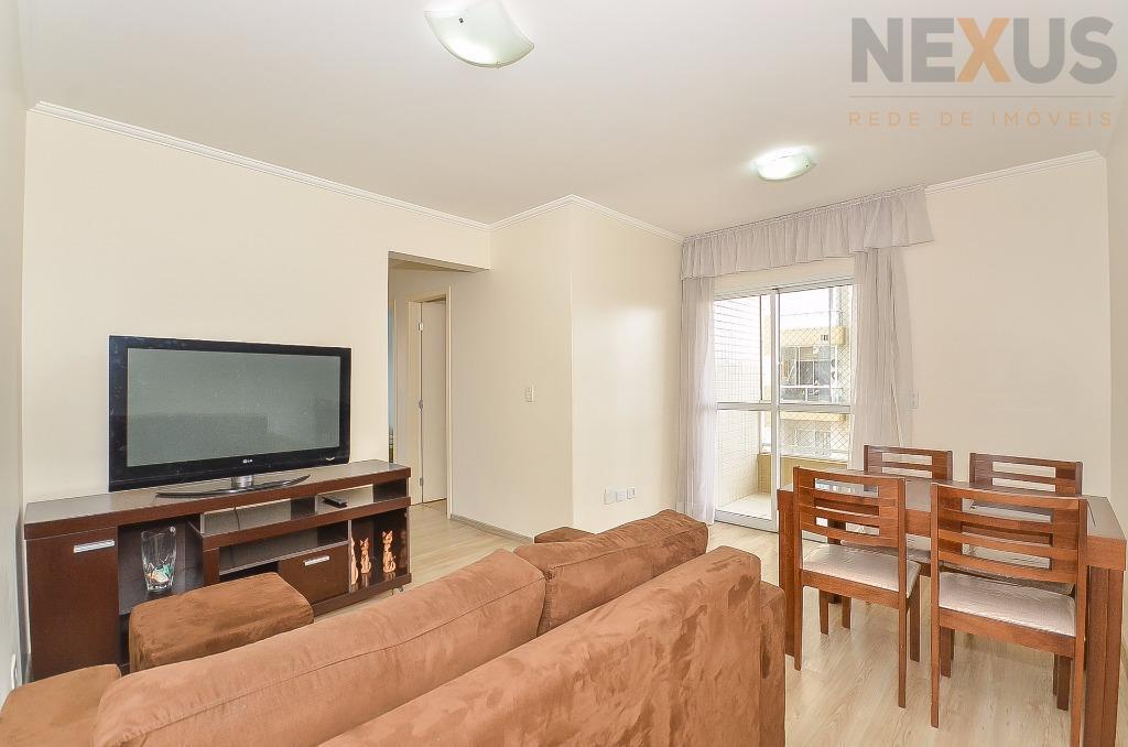 Lindo apartamento com 03 quartos, 1 suíte, excelente localização.