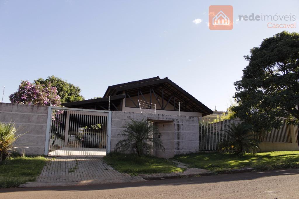 Casa residencial à venda com amplo terreno, Universitário, Cascavel.