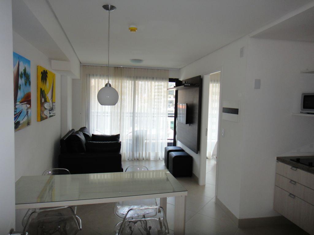Apartamento de alto padrão, linda vista à Beira Mar, mobiliado.