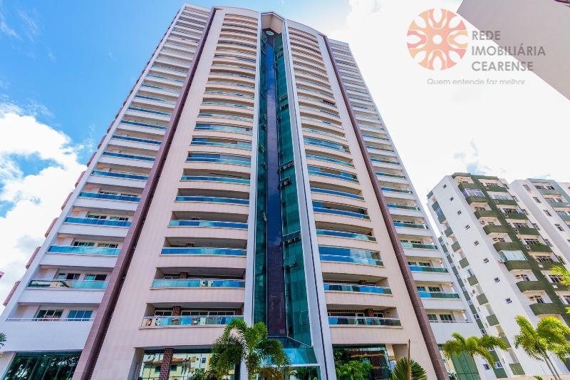 Apartamento alto padrão à venda no Meireles, próximo Beira Mar, 237,32m2, 4 suítes, 4 vagas. Financia.