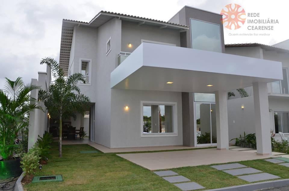 Casa duplex à venda no Eusébio. Alto padrão, cond. Fechado, 205m2, 3 suítes. Lazer completo. Financia.