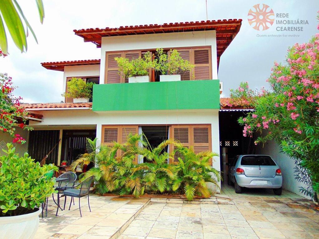 Casa duplex no Papicu, 211,62m², 4 suítes, 4 vagas, piscina, churrasqueira.