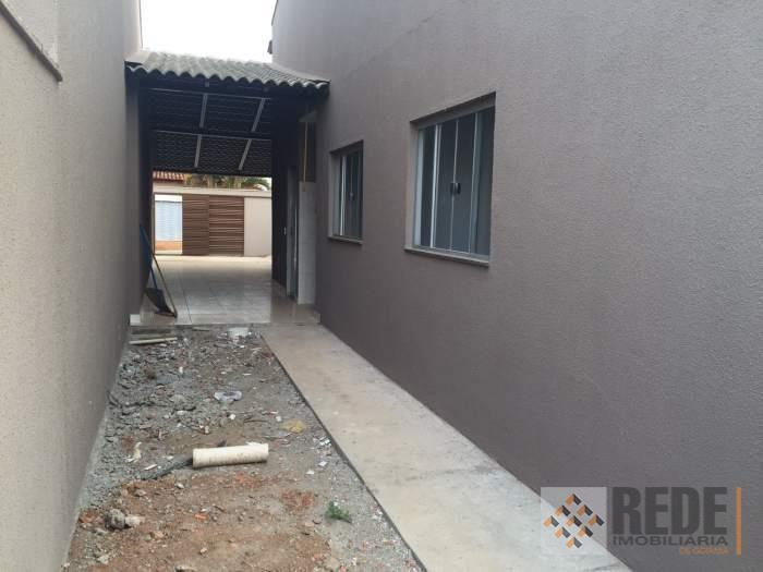 casa contendo 2 quartos, sendo 1 suíte, sala integrada a cozinha, banheiro social.2 vagas de garagem,...