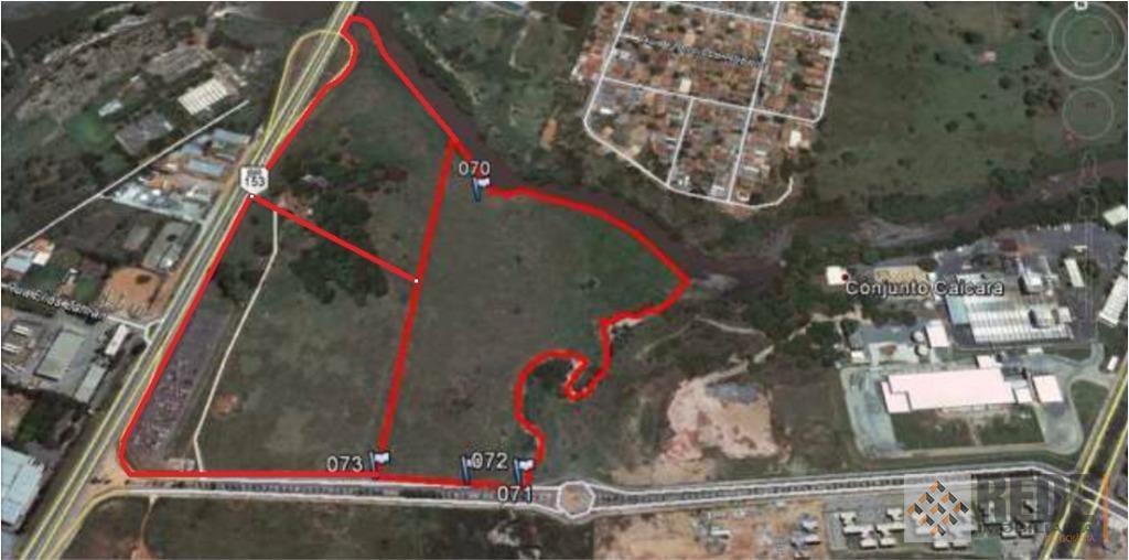 área medindo 182.467,61 m², com área útil descontada a zona de proteção ambiental a margem do...
