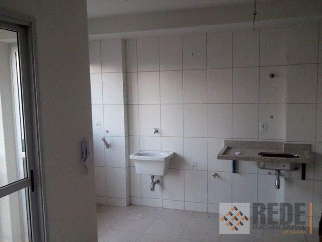 apartamento contendo 2 quartos, sendo 1 suíte, varanda com gradil, quartos com venezianas, sala com dois...
