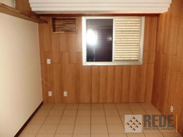 04 quartos sendo 01 suíte, 02 quartos com armários e 02 c/ ar cond. banh. social,...