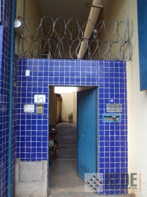 conjunto com 6 salas comerciais, todas com banheiro privativo, no segundo pavimento de uma galeria, com...