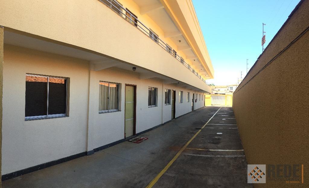 01 quartos, sala, cozinha com armário sob a pia, área de serviço, piso em cerâmica, próximo...