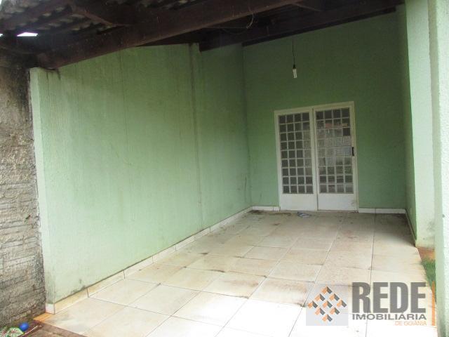 casa de 02 quartos sendo 02 suítes ( 01 americana) a outra possui banheira( hidro),sala,cozinha completa...