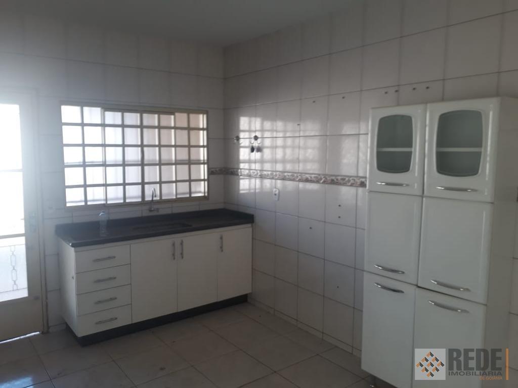 casa com 3 quartos, sendo 1 suíte, banheiro social, sala 2 ambientes, cozinha com armários, área...