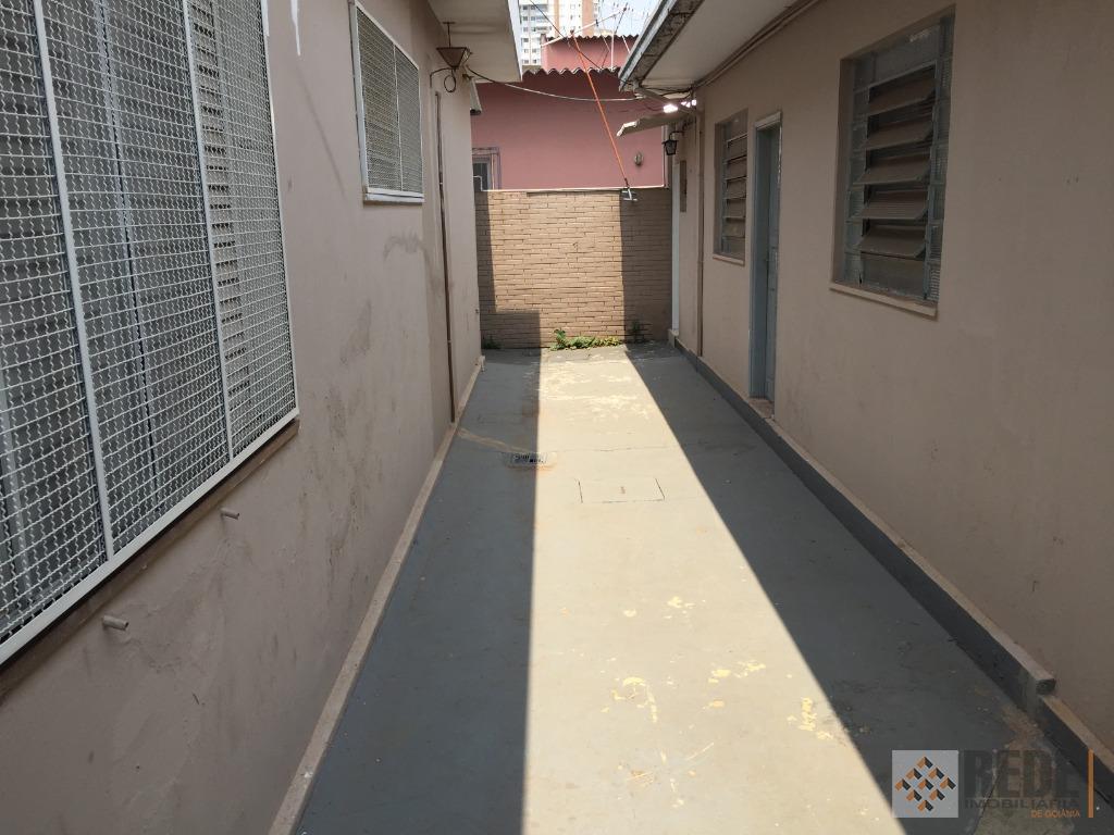 2 quartos conjugado sendo 1 menor, sala de estar, cozinha, banheiro social, área de serviço, pequeno...