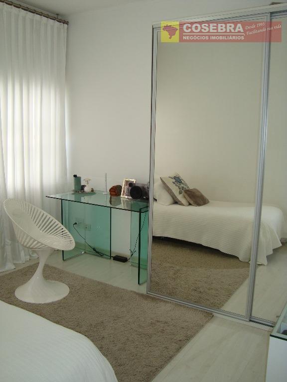 excelente apartamento com amplo living para 2 ambientes.amplos dormitórios, armários com muito espaço.apartamento modernizado.ótima localização, no...