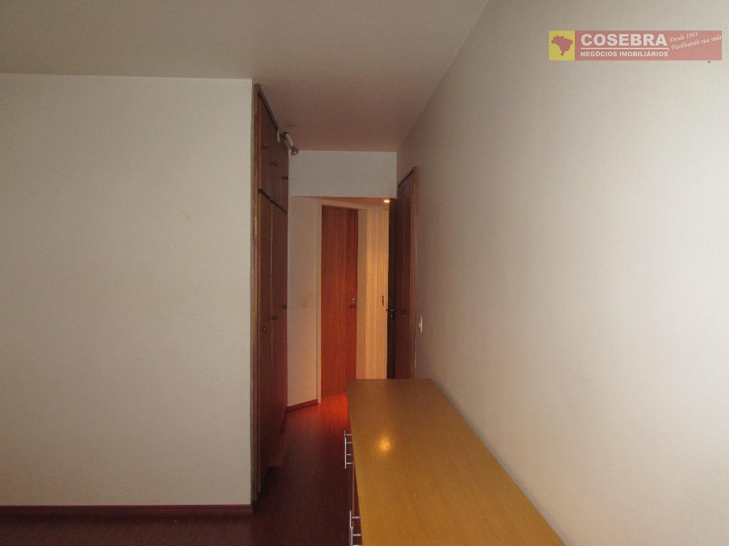 rua tranquila do itaim bibi. são 200 m de área útil, distribuídos em 3 dormitórios, sendo...