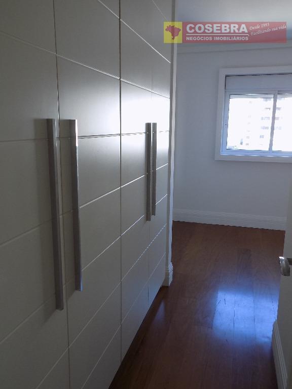 são 179m², bem amplo. dividido em 3 suítes com muitos armários planejados e uma suíte master...