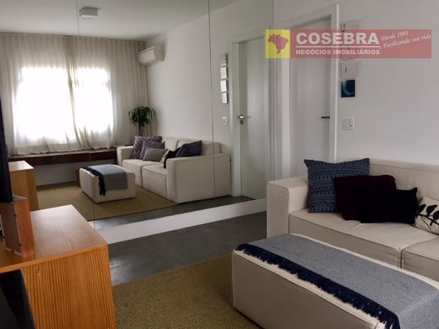Apartamento recém reformado na Vila Olímpia, São Paulo.