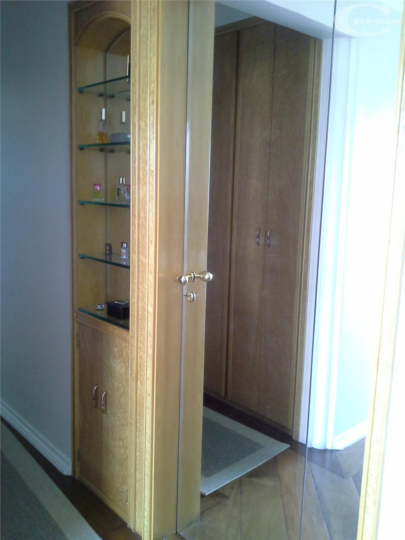 oportunidade unica, 209 mts, 1 por andar, rico em armários embutidos, closet, 3 suítes avarandadas sendo...