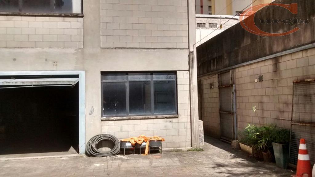 área construída de aproximadamente 588,00 m², com estacionamento para até 6 carros. pavimento térreo com escritório,...
