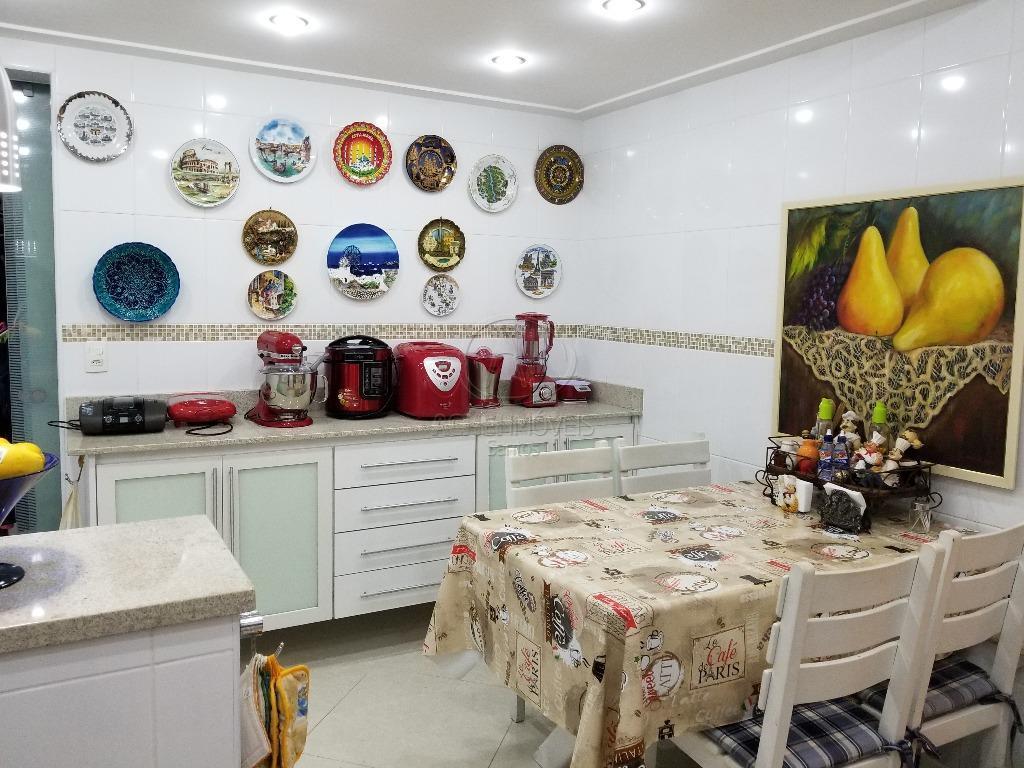 apartamento em santos, localizado no bairro do boqueirão;2 dormitórios sendo 1 suíte; apartamento todo reformado com...