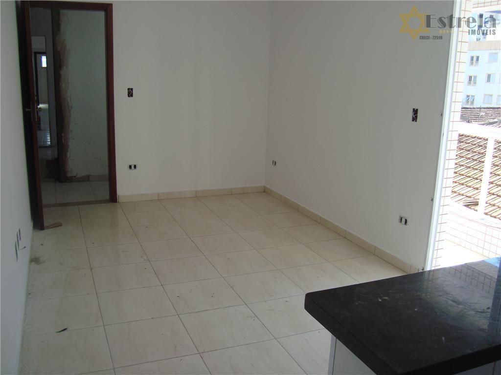 Apartamento com 1 dormitório com sacada novo na Guilhermina em Praia Grande