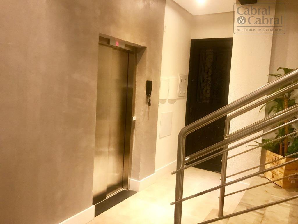 sala comercial ampla no centro de itajaí para locação. localizada em um centro empresarial novo, conta...