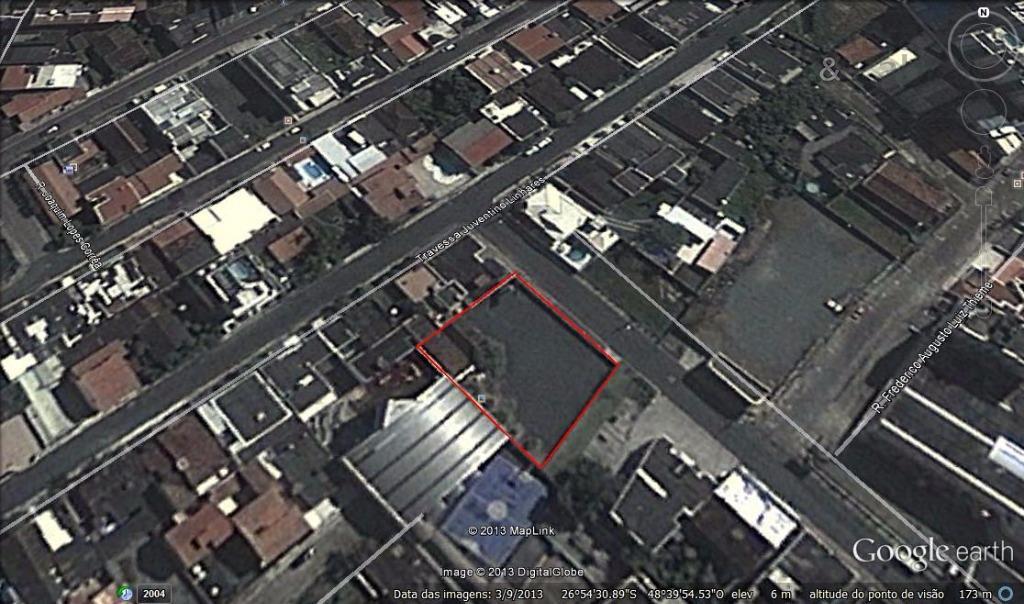 terreno com 1.071,00 m², localizado no centro de itajaí. estuda proposta de permuta por área construída...