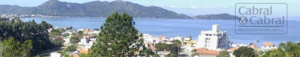 Apto à 27 passos da areia da praia, com vista para o mar, com 01 suíte, 02 demi-suítes, em Morrinhos, Bombinhas (SC).
